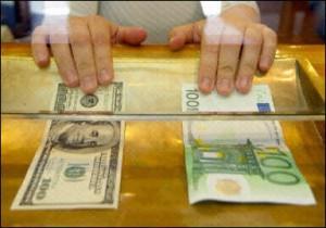 Dollaro sempre più solido, aspettando l'employment report