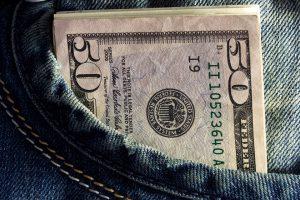 Dollaro, lieve incremento delle vendite al dettaglio